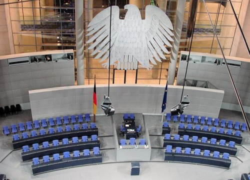 Plenarsaal des Bundestags. Foto von Gertrud K.. Lizenz: Creative Commons Attribution-NonCommercial-ShareAlike 2.0 Generic (CC BY-NC-SA 2.0)